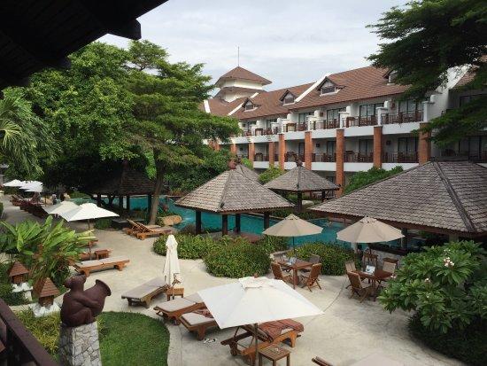 Woodlands Hotel & Resort: ห้องเเบบดีลักซ์เป็นตึก3ชั้นสองตึก อยู่ใกล้สระว่ายน้ำใหญ่ ห้องเเบบสุพีเรียเป็นตึกสองชั้น อยู่ด้าน