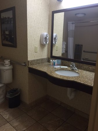 Fruitland, MD: Very spacious bathroom!