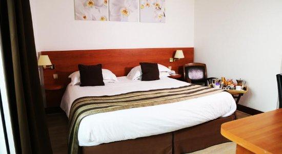 Hotel Colbert : chambre lit 180 cm