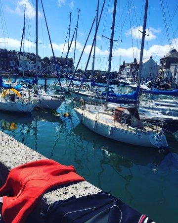 Weymouth, UK: Post dives 5&6 suits drying whilst enjoying the sunshine