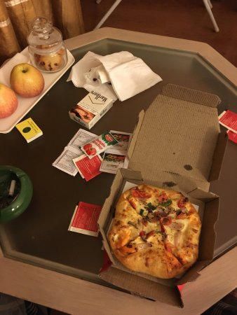 Pizza Hut: Veggie pizza :)