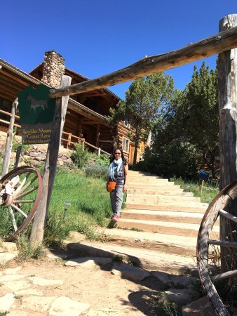Boulder, Юта: Steps to the lodge and path to tipi