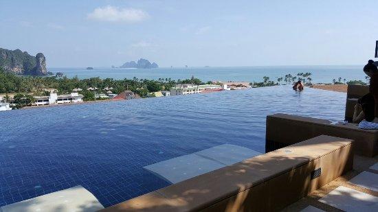 Aonang Cliff Beach Resort: 20160701_145755_large.jpg