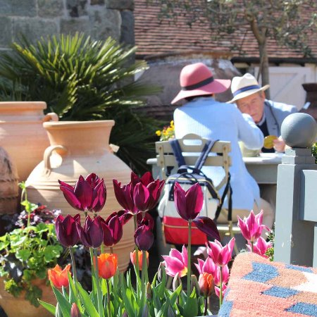 Turners Hill, UK: Seating available in our courtyard