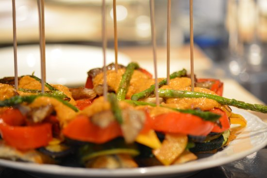Taste Barcelona  Walking Tours : Montadito de verduras con romesco (Vegetables with romesco sauce)