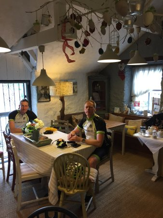 Beetham, UK: Lovely interior (except for the two cyclists - my friends!).