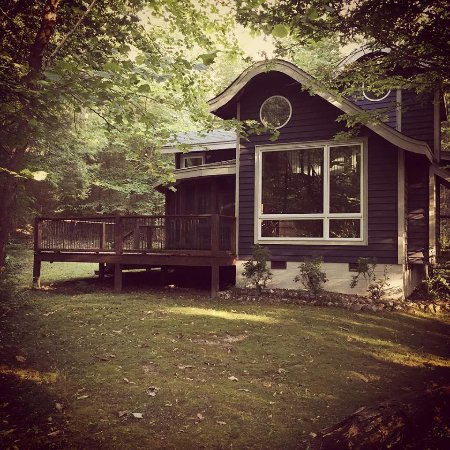 Butterfly Gap Retreat: This is the cabin that we stayed in, it was secluded at the back of the grounds and was beautifu