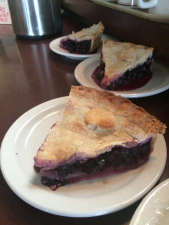 Vernon, Kanada: Jackie makes the best pies!