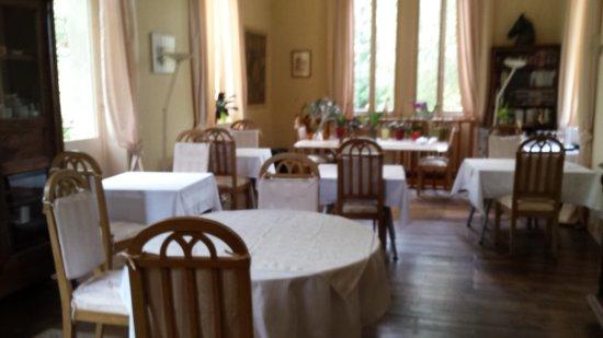 Chateau de Camperos : breakfast room