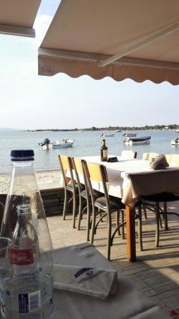 Πολύ καλό εστιατόριο - Εξαιρετική τοποθεσία!