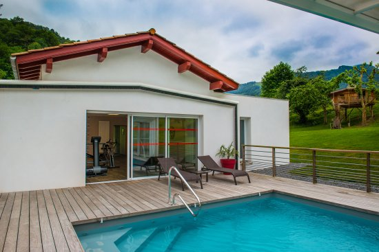 Esterencuby, Frankrike: piscine et cabane