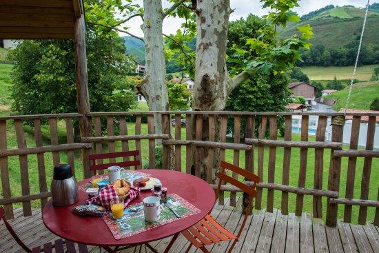 Esterencuby, Frankrike: petit déjeuner cabane