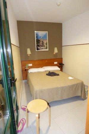 Camera doppia: una singola piccola con letto da una piazza e mezzo ...