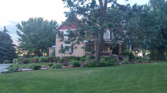 Plymouth, WI : This is the side view of the Inn