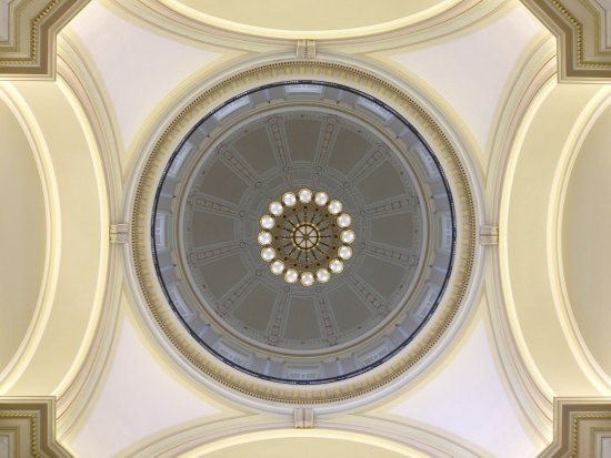 Arkansas State Capitol: looking up in rotunda to dome above