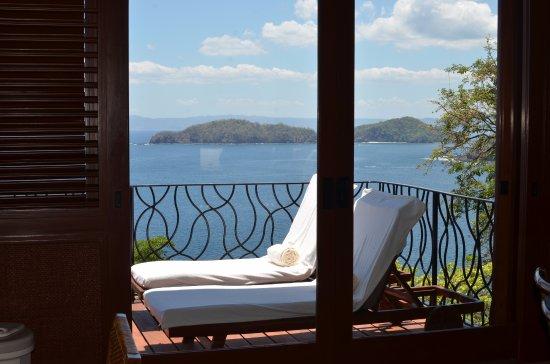Four Seasons Resort Costa Rica at Peninsula Papagayo: Big patio off the living room.