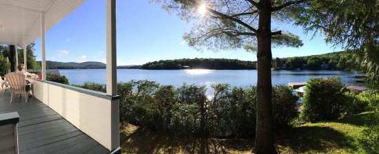 Saint-Raymond, Καναδάς: This was the view from the porch overlooking the lake.