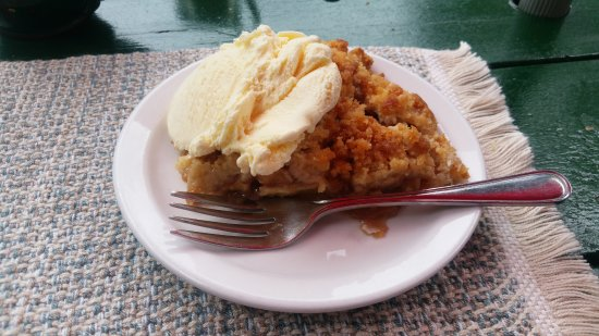Landmark Cafe: Apple crumble and ice cream