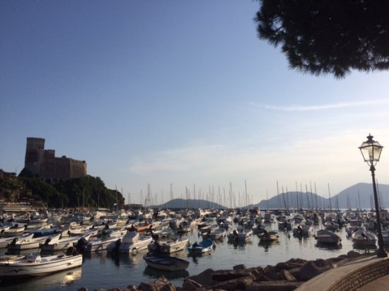 Piccolo Hotel del Lido: Walking towards Lerici for dinner.