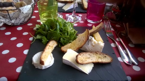 Tourrettes, France : Assiette de fromage