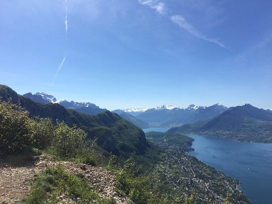 Haute-Savoie, Francia: La Tournette (background left) and Massifs du Bauges.