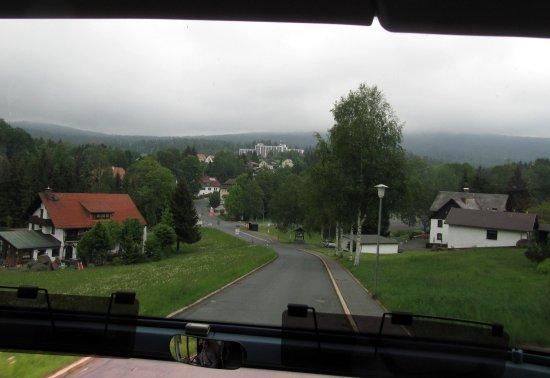 Hotel Kaiseralm: Hotel , Mitte- Hintergrund von Bischofsgrün aus - ca 1,5km