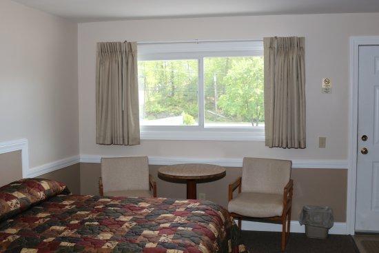 Bucksport Motor Inn: Sitting Area