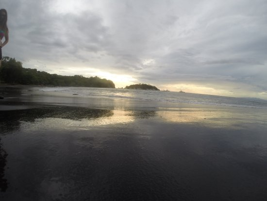 Rancho Armadillo Estate: Nearby black sand beach at Ocotal - a 10 minute drive