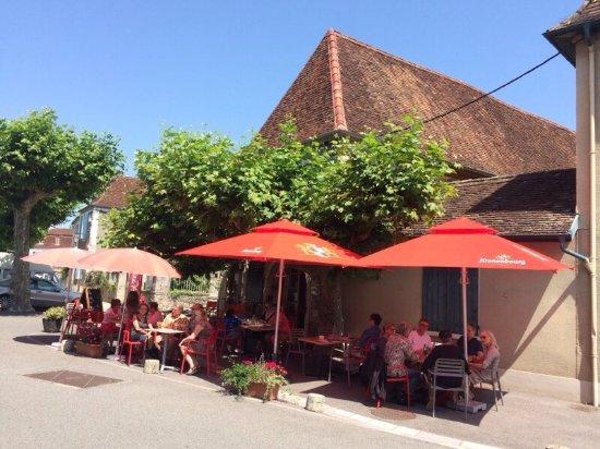 Sauveterre-de-Bearn, France: Premier jour de l'été.