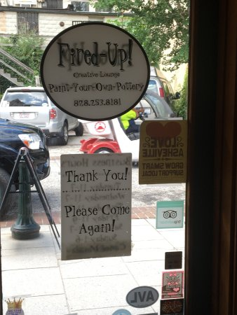 Fired Up Creative Lounge Asheville: I have no artistic ability but had a great time!