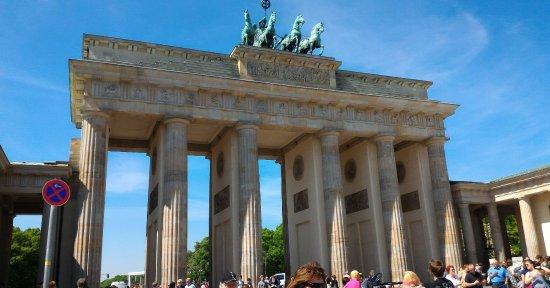 Porta di brandeburgo l emblema della divisione di berlino - Berlino porta di brandeburgo ...
