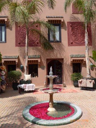 Kasbah Tamadot: Courtyard inside main building of Kasbah