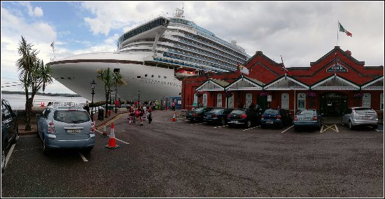 Quality Hotel & Leisure Center Youghal: Caribbean Princess Cruise Liner in Cobh