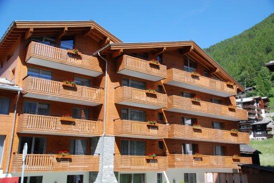 Hotel Aristella swissflair: obere Balkone mit tollem Panorama Blick