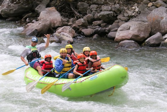 """Gallatin Gateway, MT: rafting the """"mad mile"""" on the Gallatin River"""