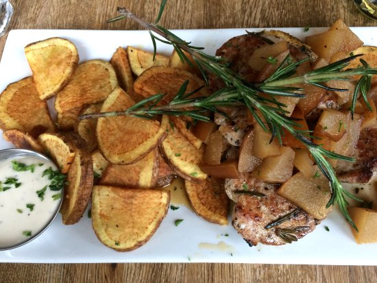 Bistro Bohem: Pork Medallions with glazed pears and homemade chips