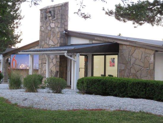 Motel 6 Erie: Motel lobby