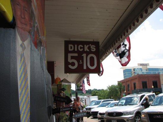 Branson, MO: Great store