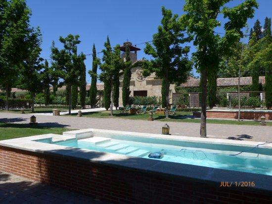 Hacienda zorita wine hotel spa valverdon espagne for Piscine wine