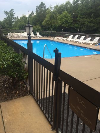 Comfort Inn & Suites: Very clean hotel, reasonably price with top notch service!