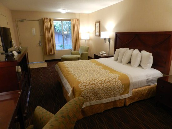 Days Inn and Suites Sea World: 1 King
