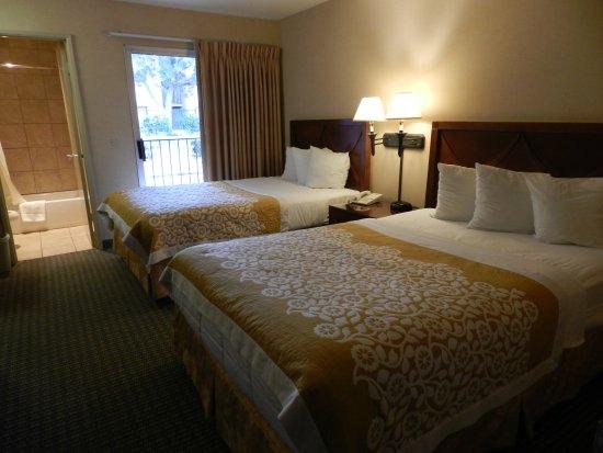 Days Inn and Suites San Diego Near Sea World: 2 Queen (3)