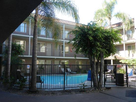 Days Inn and Suites Sea World: Pool Area