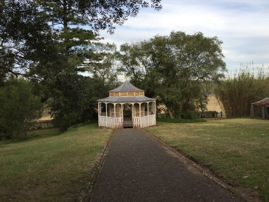 Rouse Hill, Australia: Summer house had water under it to cool in Summer
