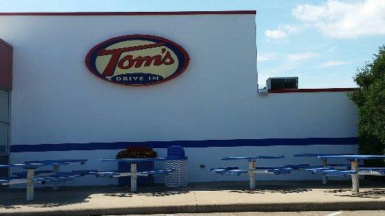 toms drive in menasha