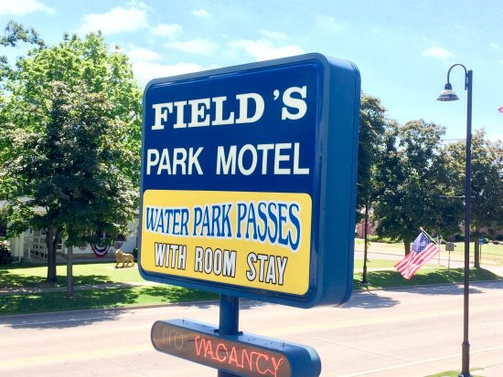 Field's Park Motel front sign