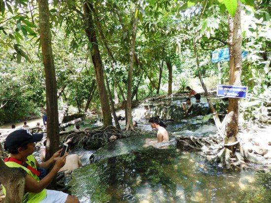 Khlong Thom, Tajlandia: จุดแช่น้ำร้อนต่างๆ