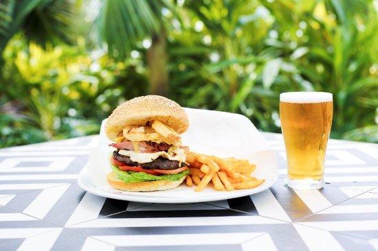 Caloundra, Avustralya: Burger & Chips
