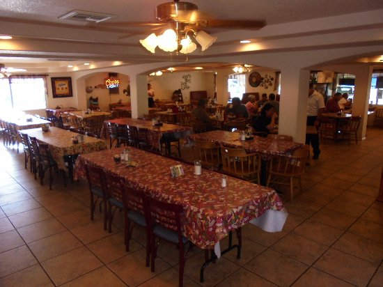 Uvalde, TX: Overall dining area.