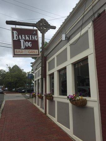 Barking Dog Bar & Grill